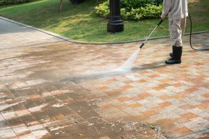 4 Perfect Reasons to Hire Professional Driveway Cleaning Services